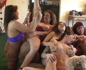 Sexy mature bitches have wild lesbian orgy on couch