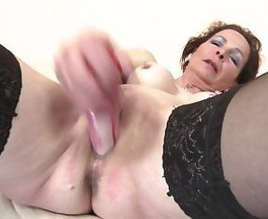 Slim mature mom From SEXDATEMILF.COM with very hungry old cunt