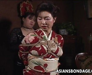 Asian mature bitch has a rope session to endu