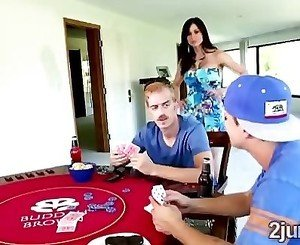 Stud bets his mom in a poker match