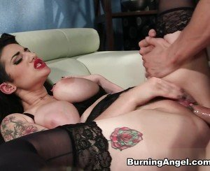 Arabelle Raphael & Erik Everhard in Arabelle Raphael Pin Up Pump Scene