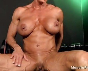 mature fbb playing with her pussy
