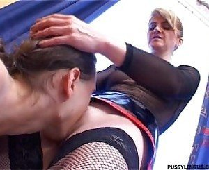 Nice oral for a blonde mature woman by young boy