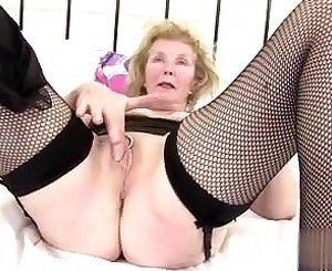 found her on cheat-date.com - Kinky granny with old pie