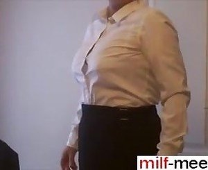 Find her on MILF-MEET.COM - preparation pour le trava