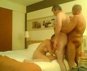 Homemade bisex party.240p