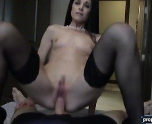 Mature MILF real estate agent bangs her client in the house