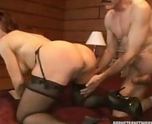 Sexy Vanessa gets hot cougar fuck
